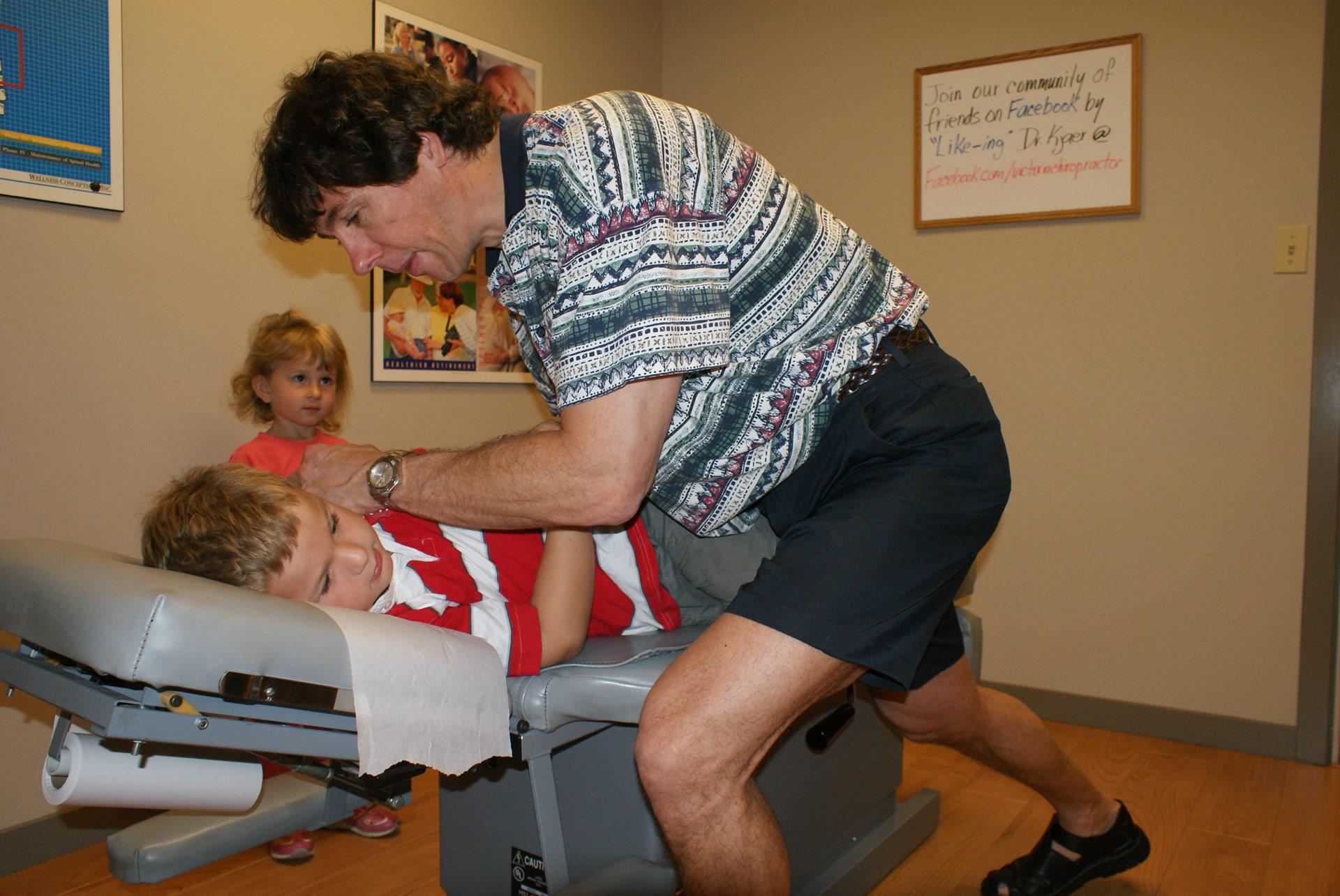 Victoria-Chiropractor-Dr-Richard-Kjaer-family-children-health-wellness